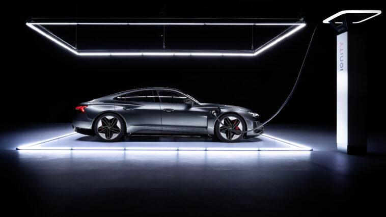 Ricarica Audi: le e-tron S supportano la corrente alternata fino a 22 kW