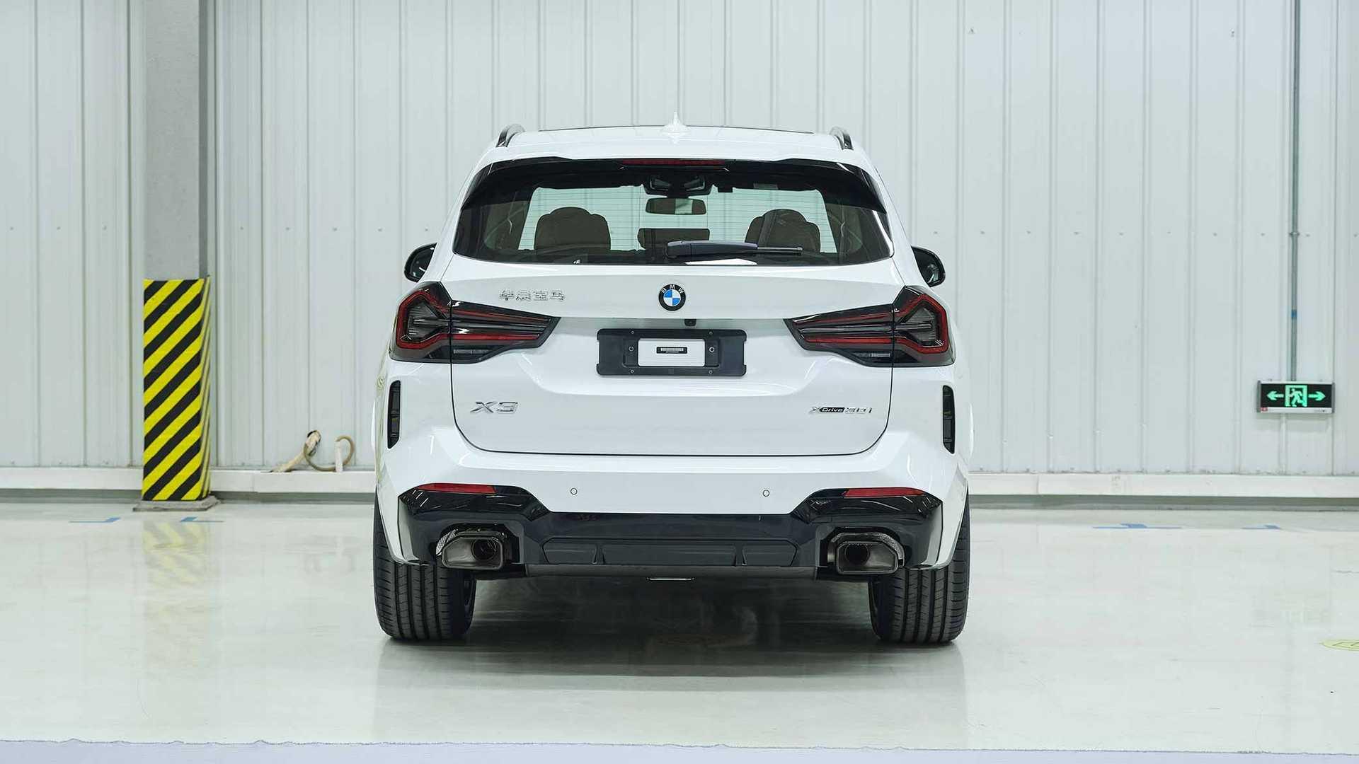 BMW X3 2022 restyling - Vista posteriore