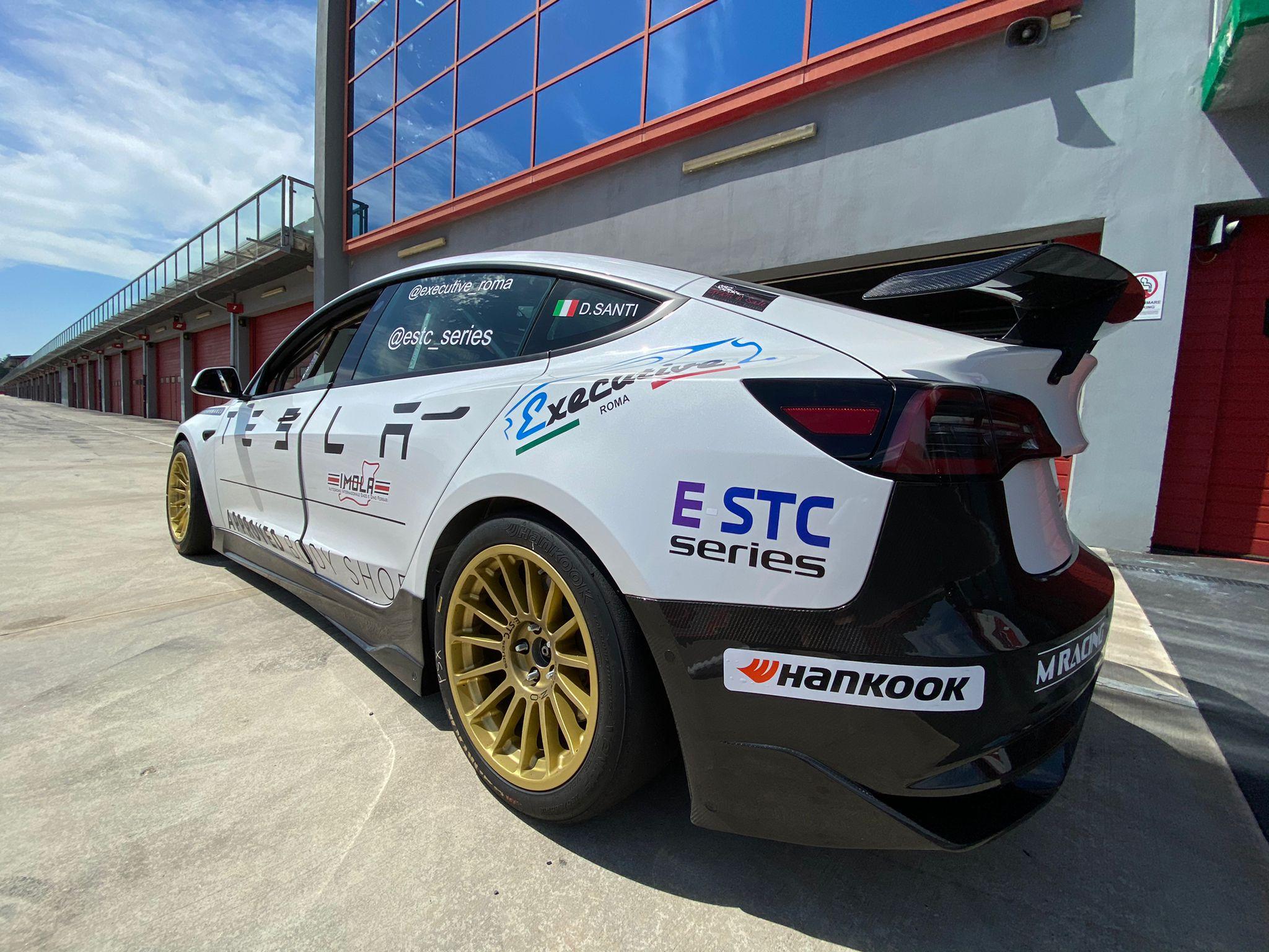 Questo fine settimana arriverà ufficialmente il lancio di un nuovo campionato: si chiama E-STC Series