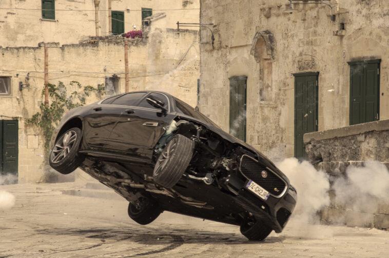 "La Jaguar XF debutta in ""No Time To Die"""