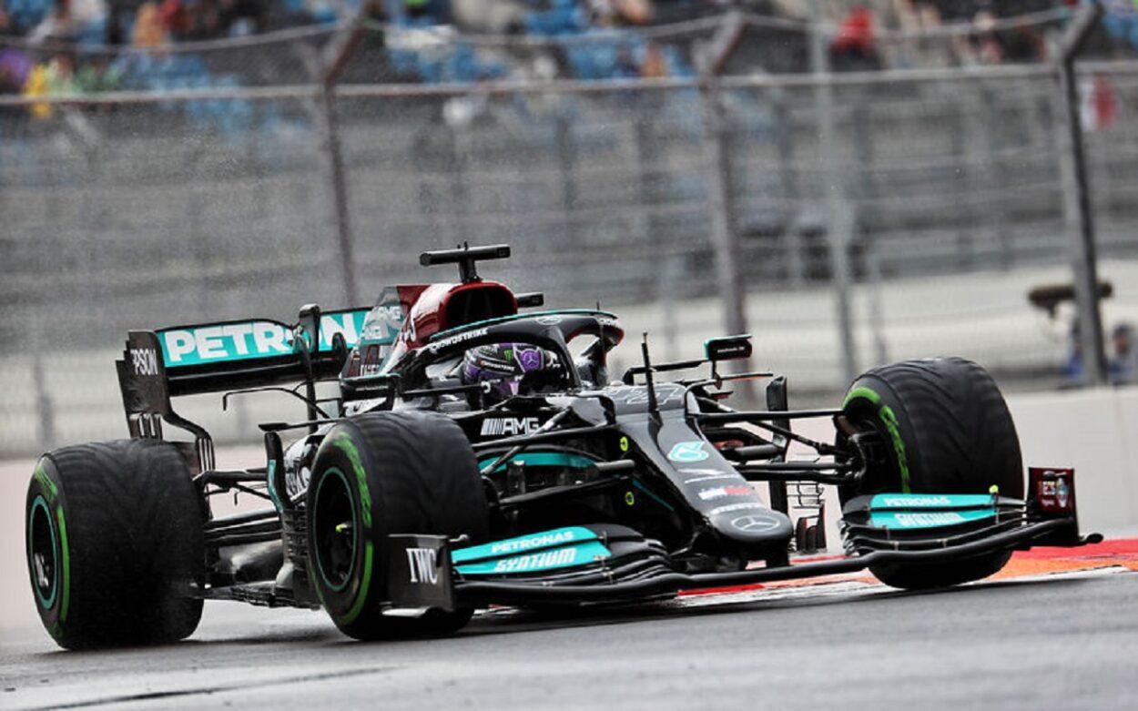 Lewis Hamilton vince il suo 100° GP in Formula 1 in Russia. Rimonta di Verstappen