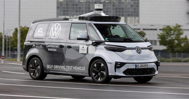 Volkswagen accelera per portare su strada la guida autonoma