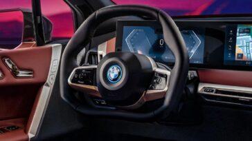 Il nuovo volante BMW brevettato è pieghevole. Ecco tutti i vantaggi di questa possibile soluzione in ambito automotive
